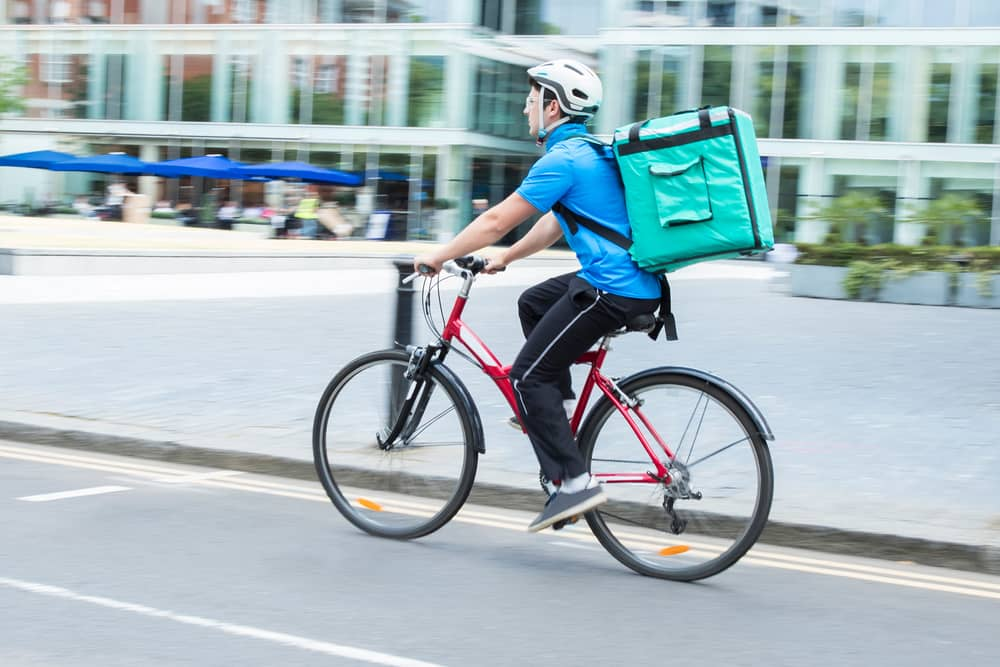 How Much Do Couriers Make Around The World?